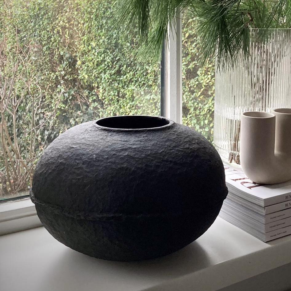 debbie-wijskamp-paperpulp-vase-black